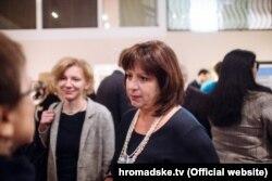Журналіст Радіо Свобода Катя Горчинська (ліворуч) та міністр фінансів України Наталія Яресько під час українського сніданку у Давосі (фото: hromadske.tv)