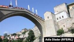 Skokovi sa Starog mosta u Mostaru