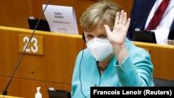 Ангела Меркел заяви, че съзнателно е избрала Европейския парламент за първа визита извън Германия от началото на пандемията от коронавируса