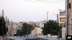 Заблокированная дорога в сирийском городе Хама