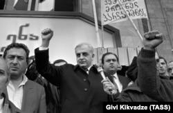 Звиад Гамсахурдия на митинге у Дома правительства, 28 марта 1991 года
