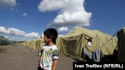 Лагерь: перед выдворением из России