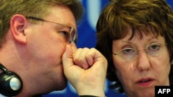 EU foreign policy chief Catherine Ashton (right) and EU Enlargement Commissioner Stefan Fuele (file photo)