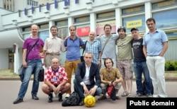 Удзельнікі першага матчу памяці Юрася Бушлякова. Фота з сайту Budzma