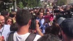 Dardan Sejdiu i drejtohet protestuesve