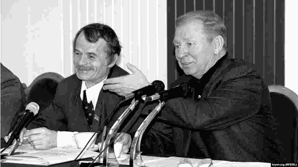 Mustafa Cemilev ve Ukraina prezidenti Leonid Kuçma Bağçasarayda