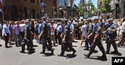 افراد پلیس در میدان مارتین