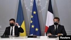 ارشیف، پاریس کې د فرانسې ولسمشر امانوئل مکرون (ښی) او د اوکراین ولسمشر ولادیمیر زلنسکي غونډه