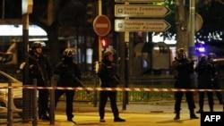 خیابانها و محلات نزدیک به مرکز انجام عملیات توسط پلیس مسدود شده است