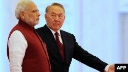 Үндістан премьер министрі Нарендра Моди (сол жақта) мен Қазақстан президенті Нұрсұлтан Назарбаев Астанадағы кездесуде. 8 шілде 2015 жыл
