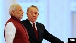 Президент Казахстана Нурсултан Назарбаев (справа) и премьер-министр Индии Нарендра Моди. Астана, 8 июля 2015 года.