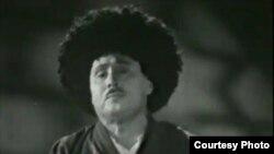 Meşhur özbek aýdymçysy, Özbegistanyň, Türkmenistanyň, Garagalpagystanyň we Tatarystanyň halk artisti Kamiljan Atanyýazow. Arhiw suraty.