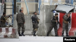 Силовики неподалік місця вибуху, Кабул, Афганістан, 19 квітня 2016 року