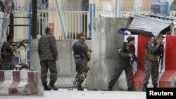 Аўганскія сілы бясьпекі прыбылі на месца выбуху ў Кабуле, 19 красавіка 2016 году