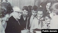 Беларускі пісьменьнік Янка Маўр сярод піянэраў, 1964 год