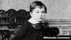 Albert Einstein üç yaşında, 1882-ci il.