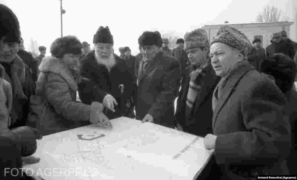 Eugeniu Iordachescu (right) looks over plans to move St. Stefan's Church in 1988.