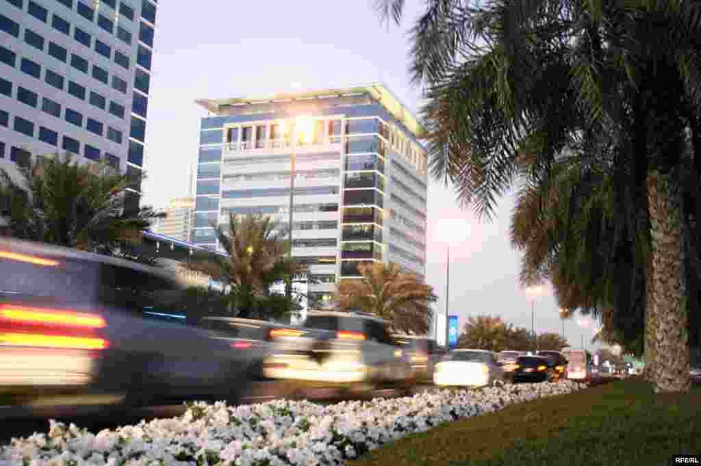 دوبی با مساحتی کمتر از چهارهزار کيلومتر مربع ، از لحاظ توسعهء اقتصادی سريع ترين شهر دنيا به شمار می رود