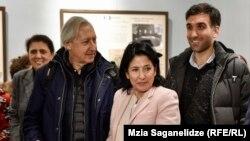Кандидат в президенты Саломе Зурабишвили с братом Отаром Зурабишвили и сыном Теймуразом Горджестани