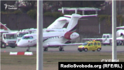 Літак Віталія Хомутинника в аеропорту Женеви