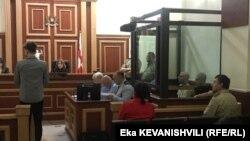 Свидетель обвинения, дав религиозную клятву и ответив на несколько общих вопросов, начал рассказывать о событиях 30 сентября 2018 года