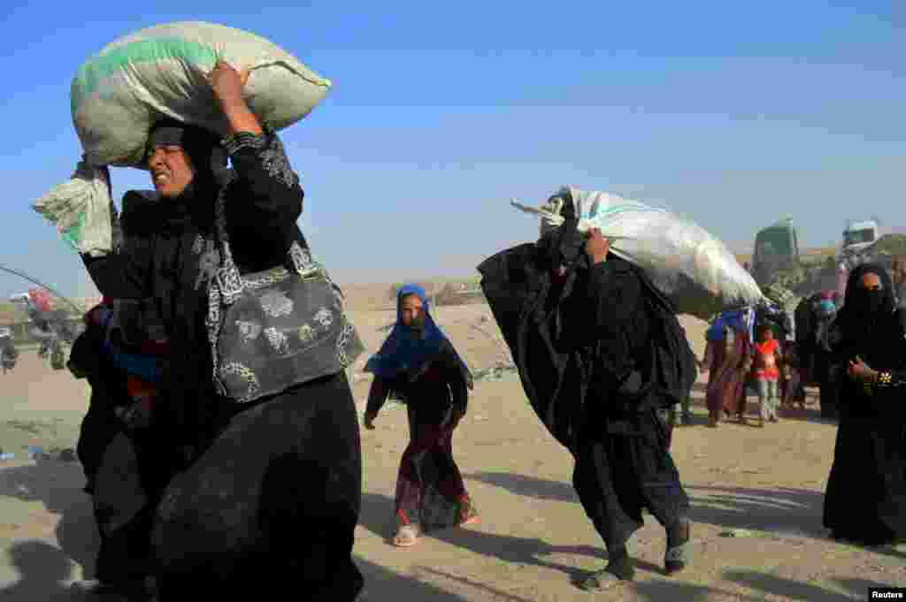 Women displaced by violence by Islamic State militants arrive at a military base in Ramadi, Iraq. (Reuters)