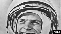 Юрий Гагарин перед полетом в космос, 12 апреля 1961 г.