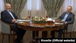 ПрезидентРоссии Владимир Путин и президент Беларуси Александр Лукашенко на встрече в Сочи. 7 февраля 2020 года.