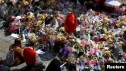گرامیداشت یاد قربانیان حمله انتحاری در شهر منچستر
