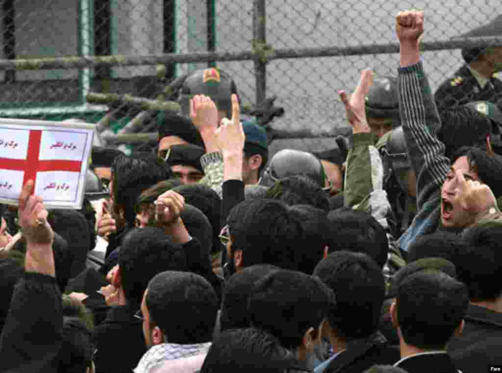 Iran,Hundreds of Iranian students crowded outside the British Embassy in Tehran, 04/01/2007