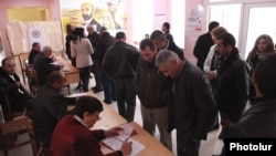 Armenia - Voters at a polling station in Yerevan, 18Feb2013.