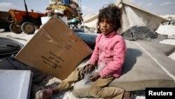 Девочка из семьи сирийских беженцев. Лагерь беженцев в провинции Ракка, 4 мая 2017 года.