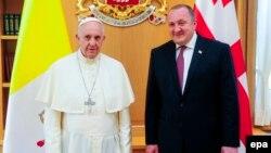 В конце минувшей недели состоялся визит папы римского Франциска в Грузию, где его встречал президент Георгий Маргвелашвили