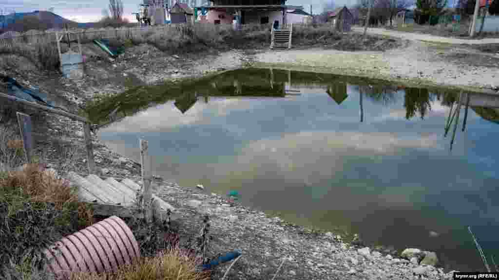 Як і невеликий ставок біля входу до парку