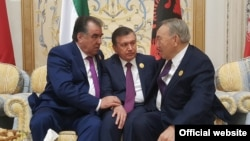Tajik President Emomali Rahmon with Kazakh President Nursultan Nazarbaev and Uzbek Shavkat Mirziyaev on May 21.