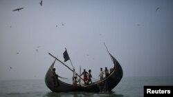 Disa refugjatë Rohingya në Bangladesh.
