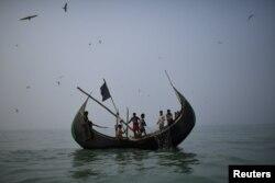 Рохинджа, возвращающиеся из Бангладеш в Мьянму