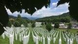 Мемориалният център в Поточари и гробовете на убитите по време на геноцида в Сребреница