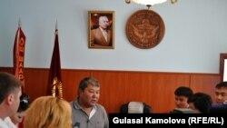 Osh city mayor Melis Myrzakmatov briefing reporters in June