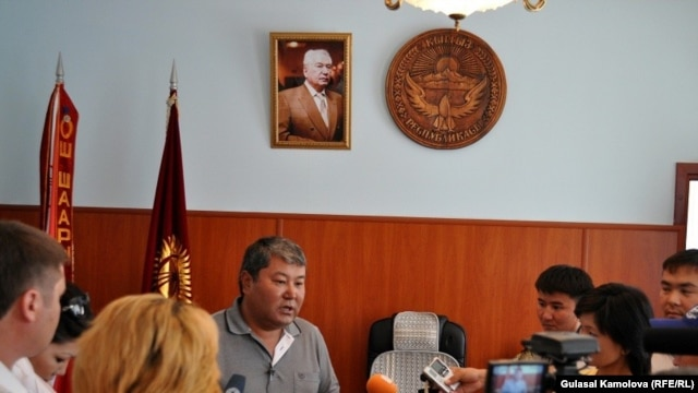 Osh city mayor Melis Myrzakmatov briefing reporters in June