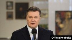 Віктор Янукович 9 березня, у день народження Тараса Шевченка, привітав «жінків»-журналісток із «сьогоднішнім святом – 8 березня»
