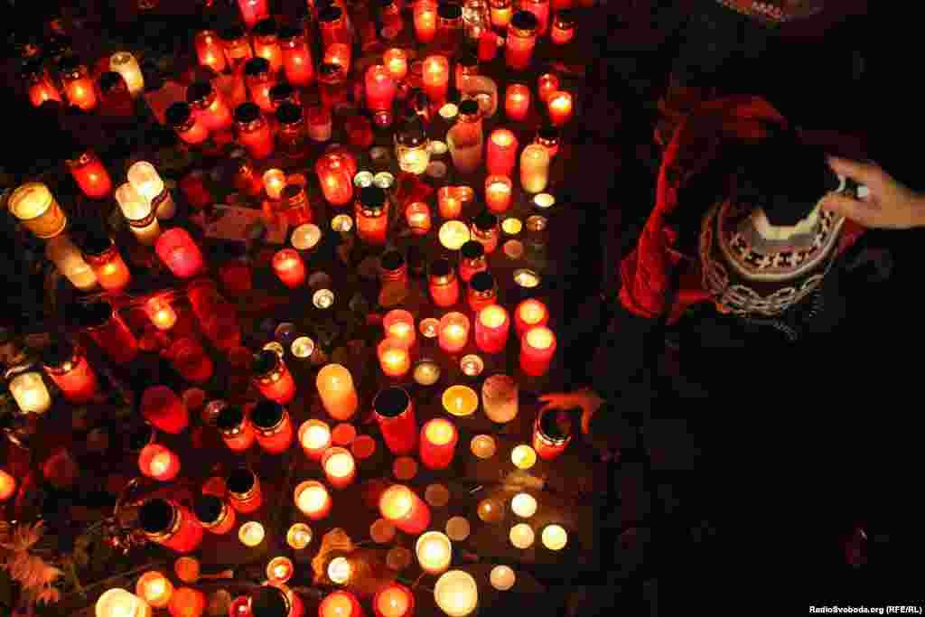 На площі вшанували пам'ять загиблих під час революції
