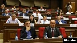 Фракция «Мой шаг» во время заседания парламента (архив)