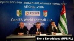 На пресс-конференция прозвучали предложения выпустить к началу чемпионата почтовую марку и издать книгу по истории абхазского футбола. Предложения понравились премьеру и были приняты