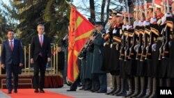 Архивска фотографија - Генералниот секретар на НАТО Јенс Столтенберг и премиерот Зоран Заев во Скопје, јануари 2018