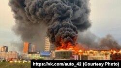Пожар в автоцентре в Кемерове