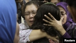 "Индонезия: родственники тех, кто погиб в авиакатастрофе ""Суперджета"" 9 мая 2012 г."