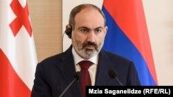 Пашинян був змушений вдатися до таких заходів після того, як людина, з якою він контактував під час поїздки на південь Вірменії, захворіла через коронавірус