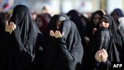 Ирактын Жогорку Ислам кеңешинде аялдар Айт күнү дуба беришүүдө. 9-август 2013