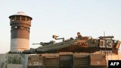 Izraelski tenk patrolira na granici sa Gazom, 05. januar 2009.